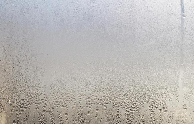 エアコン 水 漏れ 放置